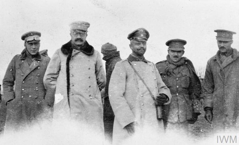 THE CHRISTMAS TRUCE ON THE WESTERN FRONT, 1914 (Q 50721)