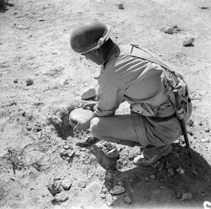 ROYAL ENGINEERS AT WORK IN THE WESTERN DESERT