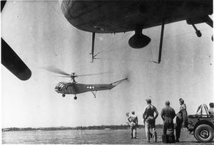 SECOND WORLD WAR 1939 - 1945: AMERICAN AIRCRAFT. HELICOPTERS