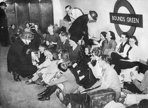 CIVIL DEFENCE IN BRITAIN 1940: AIR RAID SHELTERS