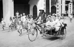 SINGAPORE: SIGHTSEEING. 8 AND 9 SEPTEMBER 1945, SINGAPORE.