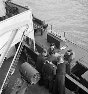 WOMEN'S ROYAL NAVAL SERVICE: WRENS WITH THE FLEET MAIL, ENGLAND, UK, NOVEMBER 1944