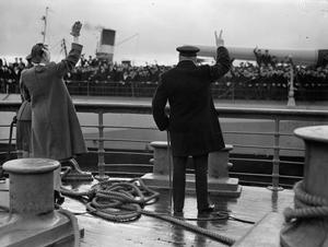 PRIME MINISTER CHURCHILL'S RETURN FROM THE QUEBEC MEETING, AT GREENOCK, 20 SEPTEMBER 1943