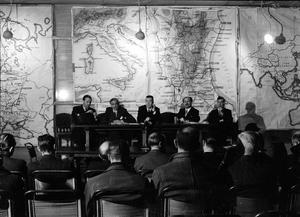 PRESS GETS PICTURE OF AUSTRALIA AT WAR: PRESS CONFERENCE HELD AT THE MINISTRY OF INFORMATION, LONDON, ENGLAND, UK, 1944