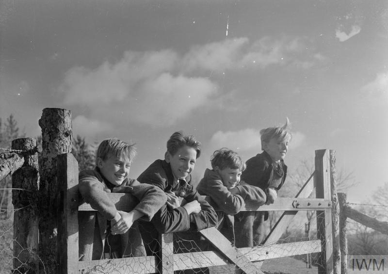 LONDON EVACUEES IN DEVON AND CORNWALL, ENGLAND, 1941