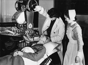 RADIUM TREATMENT IN A LONDON HOSPITAL, ENGLAND, 1940