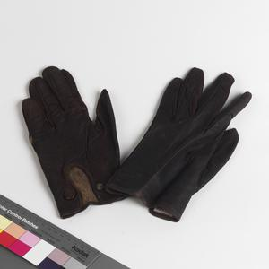 gloves, as used by Oliver Philpot during his escape from Stalag Luft III
