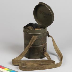 Respirator, anti-gas, M1917 Lederschutzmaske & Container: German