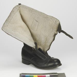 boot (right), 1943 pattern 'Escape' flying boot: RAF