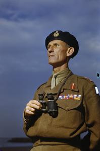 NEW EIGHTH ARMY COMMANDER AT TAC EIGHTH ARMY HEADQUARTERS, ITALY, 1 OCTOBER 1944