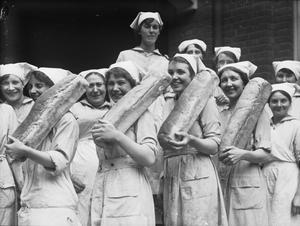 THE WOMEN'S ROYAL NAVAL SERVICE ON THE HOME FRONT, 1917-1918