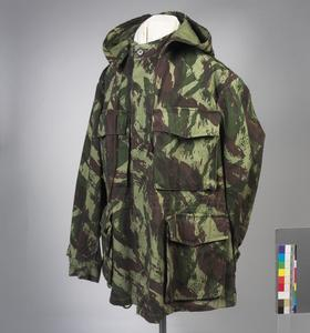 smock, camouflage (Portuguese, 'Lizard 'Pattern)