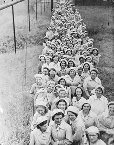 WOMEN WAR WORKERS ON THE HOME FRONT