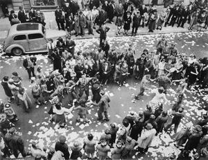 VE DAY CELEBRATIONS IN LONDON, 8 MAY 1945