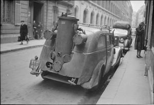 PARISIAN TRAFFIC, SPRING 1945: EVERYDAY LIFE IN PARIS, FRANCE, 1945