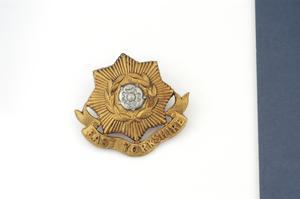 badge, headdress, British, East Yorkshire Regiment (The Duke of York's Own)