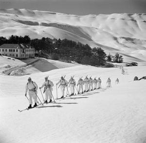 SKI TROOPS IN TRAINING