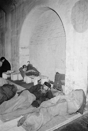 LONDON AIR RAID SHELTERS, 1940