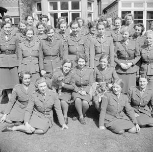 HRH PRINCESS ELIZABETH UNDERGOING INSTRUCTION AT THE AUXILIARY TERRITORIAL SERVICE TRAINING CENTRE, APRIL 1945
