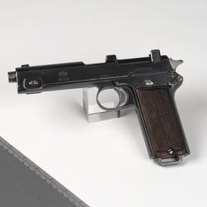 (Romanian) Pistol M1912 & Steyr M1911