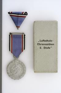 Luftschutz Ehrenzeichen (Civil Defence Decoration) 2nd Class
