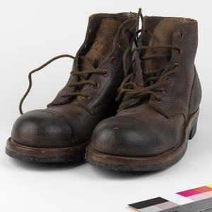 Boots, ankle length russet leather: US Army