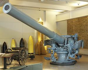 Naval BL 5.5 in Mk I Gun with Mk I pedestal mount