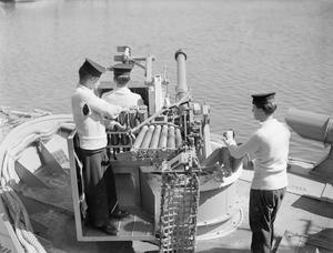 THE MARK VII 6-POUNDER GUN WITH MOLLINS EQUIPMENT. 15 AUGUST 1944, HMS MANTIS, LOWESTOFT.