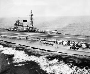 NEW NAVAL STRIKE AIRCRAFT IN HMS VICTORIOUS. JUNE 1959, ON BOARD HMS VICTORIOUS, DURING LANDING TRIALS FOR THE BLACKBURN NA-39, A TWIN-ENGINED AIRCRAFT THAT CAN BE USED ATTACKS ON SHORE TARGETS OR SHIPS CARRYING CONVENTIONAL OR NUCLEAR WEAPONS.