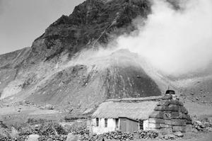 THE ROYAL NAVY GOES IN AS TRISTAN ERUPTS. OCTOBER 1961, ON THE ISLAND OF TRISTAN DA CUNHA. THE FRIGATE HMS LEOPARD SENT A LANDING PARTY TO THE ISLAND AFTER A VOLCANIC ERUPTION HAD FORCED THE EVACUATION OF THE ISLANDERS.