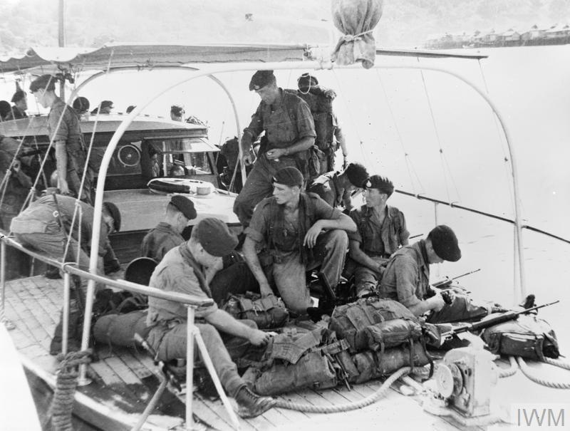 FIGHTING REBEL INSURGENTS IN BRUNEI. DECEMBER 1962, LABUAN.