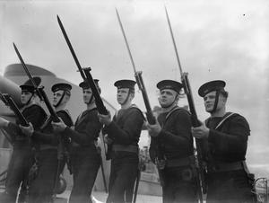 ON BOARD THE BATTLESHIP HMS RODNEY. OCTOBER 1940, TRAINING ON BOARD THE BATTLESHIP.