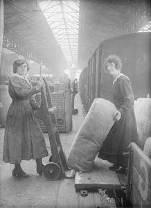 THE EMPLOYMENT OF WOMEN ON THE HOME FRONT, 1914-1918