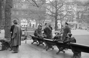 LONDON IN THE FIFTH YEAR OF WAR: EVERYDAY LIFE IN LONDON, ENGLAND, UK, 1944