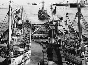 SALVAGE OPERATIONS IN THE SUEZ CANAL, 1956-1957