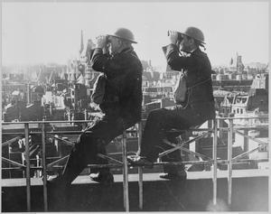 BRITAIN'S HOME FRONT 1939 - 1945: ROOF SPOTTERS