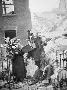 AIR RAID DAMAGE IN LONDON, 1940