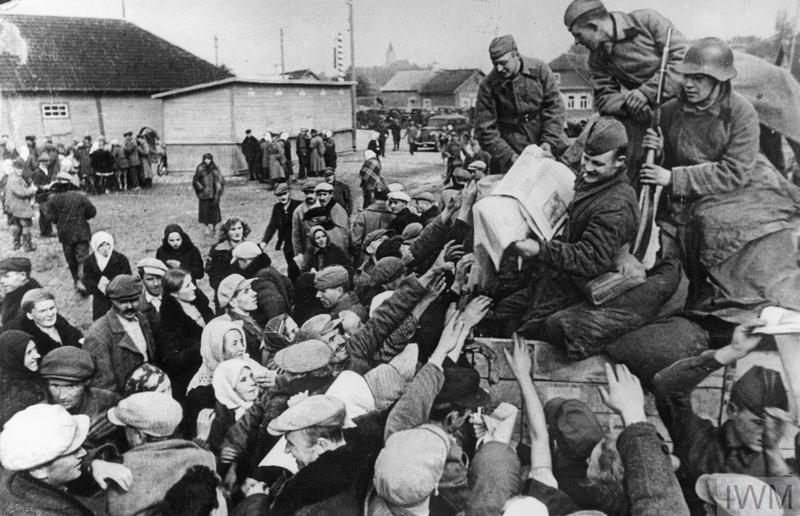 THE GERMAN-SOVIET INVASION OF POLAND, 1939 (MH 30523)