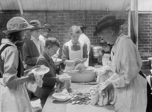 COMMUNAL FEEDING IN BRITAIN DURING THE FIRST WORLD WAR