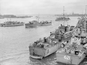 AT A COASTAL FORCES BASE, HMS HORNET, GOSPORT, 4 JUNE 1944