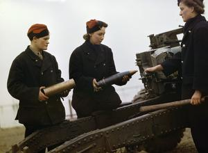 WOMEN AT WAR 1939 - 1945