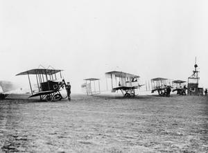 THE ROYAL FLYING CORPS ON THE HOME FRONT, 1914-1918