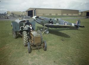 GROUND CREW WORKING ON FLEET AIR ARM AIRCRAFT AT RNAS YEOVILTON, SEPTEMBER 1943