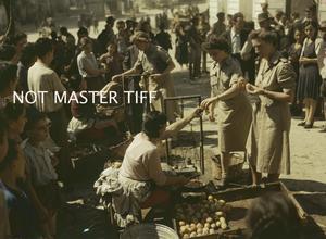 BRITISH ARMY NURSING SISTERS IN ITALY, 22 SEPTEMBER 1943