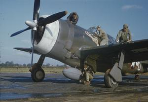 AMERICAN AIR FORCE GROUND CREW SERVICE A REPUBLIC P-47 THUNDERBOLT IN ENGLAND, 1943