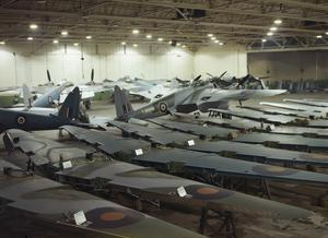 BUILDING MOSQUITO AIRCRAFT AT THE DE HAVILLAND FACTORY IN HATFIELD, 1943