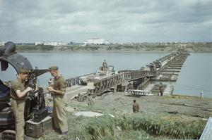 BRITISH EIGHTH ARMY TROOPS CROSSING THE RIVER PO, BEYOND FERRARA, ITALY, 28 APRIL 1945