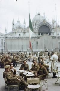 SOLDIERS OF THE BRITISH ARMY ON LEAVE IN VENICE, ITALY, JUNE 1945