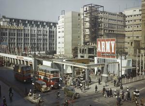 THE ARMY EXHIBITION IN OXFORD STREET, LONDON, 1943