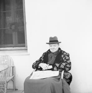 MR CHURCHILL CONVALESCES IN SUNSHINE, C. 31 DECEMBER 1943
